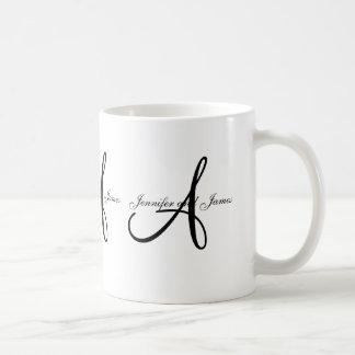 Monograma A del boda y taza blanca negra del favor