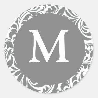 Monograma adaptable gris gris del boda del pegatina redonda