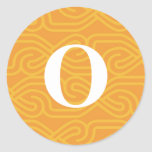 Monograma adornado de Knotwork - letra O Pegatina Redonda