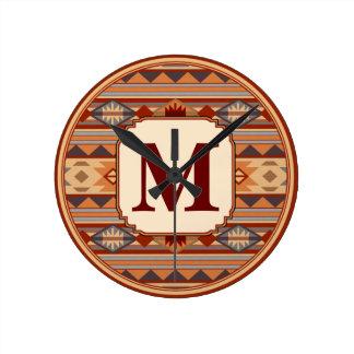 Monograma al sudoeste del moreno del diseño reloj redondo mediano