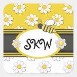 Monograma amarillo de la margarita pegatina cuadrada
