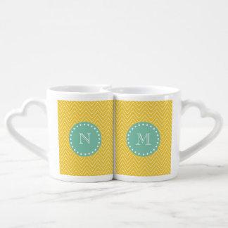 Monograma amarillo de la verde menta del modelo el set de tazas de café