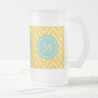 Monograma amarillo de la verde menta del modelo el taza