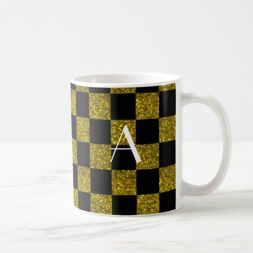 Monograma amarillo y brillo negro a cuadros tazas de café