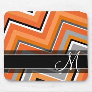 Monograma anaranjado gris de Chevron del negro Tapete De Ratón
