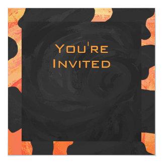 """Monograma anaranjado y negro de la cebra invitación 5.25"""" x 5.25"""""""