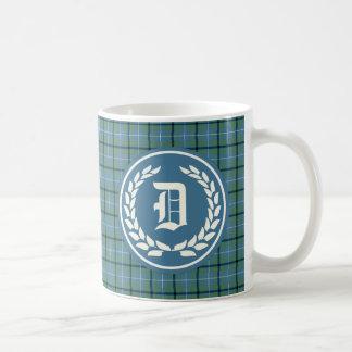 Monograma antiguo azul claro del tartán del clan taza clásica