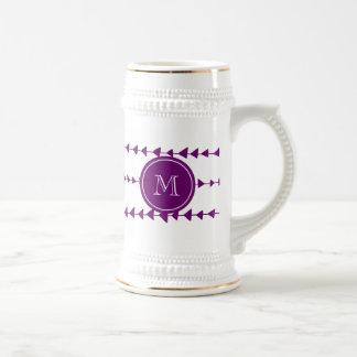 Monograma azteca blanco púrpura de las flechas jarra de cerveza