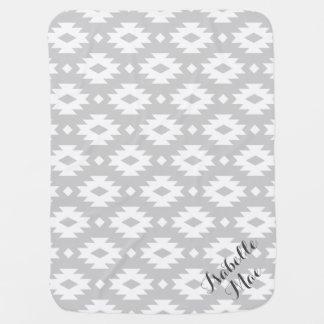 Monograma azteca gris y blanco mantitas para bebé