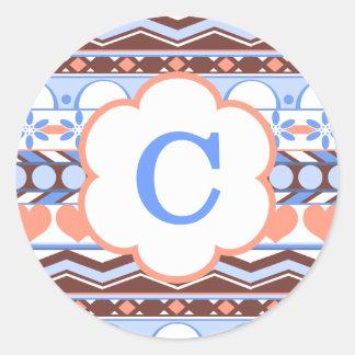 monograma azteca rayado azul y anaranjado del pegatina redonda
