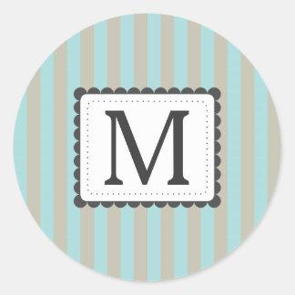 Monograma azul claro y beige del personalizado de etiquetas redondas