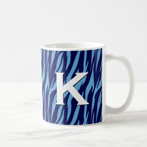 Monograma azul de la cebra cualquier taza inicial