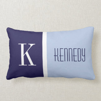 Monograma azul en colores pastel de la raya del almohadas