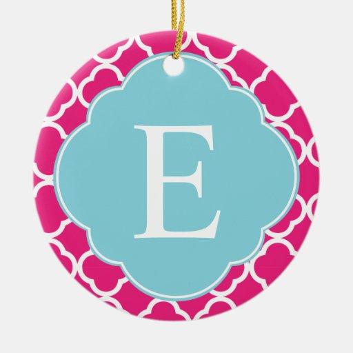 Monograma azul rosado de Quatrefoil Adorno Navideño Redondo De Cerámica