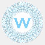Monograma azul y blanco V11 de Curlicue del estilo Pegatina Redonda