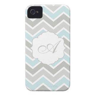 Monograma azul y gris de Chevron del zigzag iPhone 4 Case-Mate Cárcasas