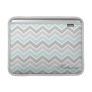 Monograma azul y gris de Chevron del zigzag Fundas Macbook Air