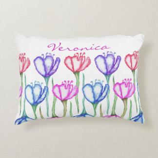 Monograma azul y rojo púrpura rosado del tulipán cojín
