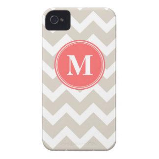 Monograma beige y coralino de lino del personaliza iPhone 4 Case-Mate coberturas