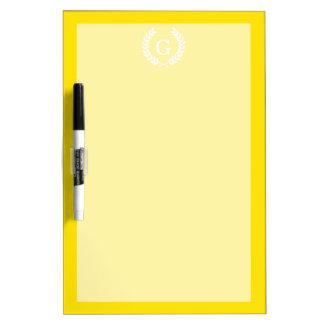 Monograma blanco amarillo de la inicial de la pizarra