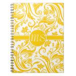 Monograma blanco amarillo del damasco cuaderno