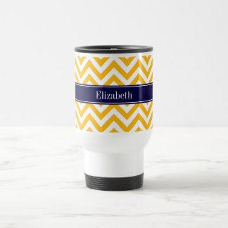 Monograma blanco amarillo oscuro del nombre de los taza de viaje