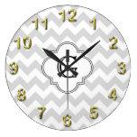 Monograma blanco de Chevron Quatrefoil del Lt blan Reloj