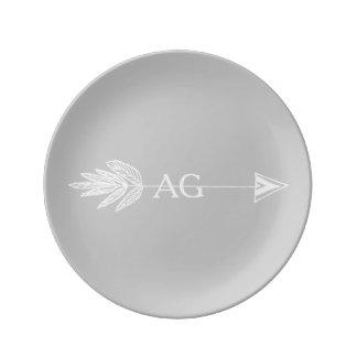 Monograma blanco de la flecha platos de cerámica