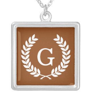 Monograma blanco de la inicial de la guirnalda del joyería