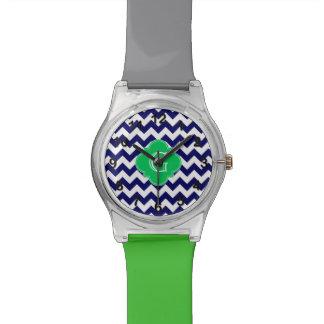 Monograma blanco de Quatrefoil del verde esmeralda Relojes De Pulsera