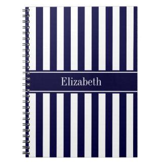 Monograma blanco del nombre de la cinta de azules  libros de apuntes con espiral