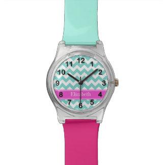 Monograma blanco del nombre de las rosas fuertes relojes de pulsera