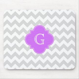 Monograma blanco gris de Quatrefoil de la lila de Mouse Pads