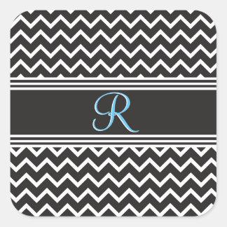Monograma blanco negro de Chevron del zigzag del Pegatina Cuadrada