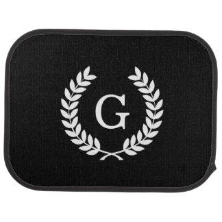 Monograma blanco negro de la inicial de la alfombrilla de coche