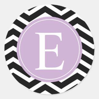 Monograma blanco negro de la púrpura de Chevron Pegatinas Redondas