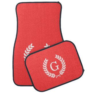Monograma blanco rojo coralino de la inicial de la alfombrilla de coche