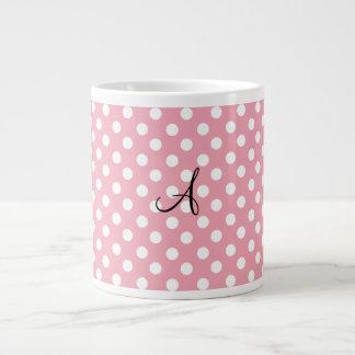 Monograma blanco rosado de los lunares taza extra grande
