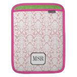 Monograma blanco rosado polvoriento de la letra de fundas para iPads