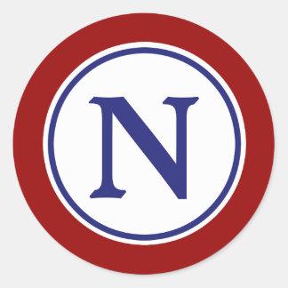 Monograma blanco y azul rojo náutico pegatina redonda