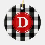 Monograma blanco y negro de la tela escocesa del adorno navideño redondo de cerámica