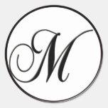 Monograma blanco y negro elegante M Pegatinas Redondas