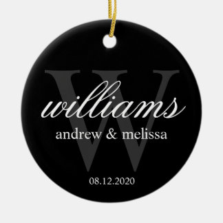 Monograma blanco y negro personalizado adorno navideño redondo de cerámica