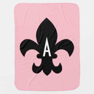 Monograma blanco y negro rosado de la flor de lis mantas de bebé
