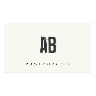 Monograma blanco y negro simple fresco y nervioso tarjeta de visita