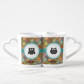 Monograma caprichoso lindo de moda del búho tazas para parejas