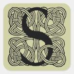 Monograma céltico del nudo del vintage de la letra pegatinas cuadradases