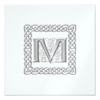 Monograma céltico M de la invitación metálica del
