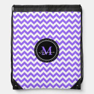 Monograma Chevron abstracto blanco púrpura Mochila