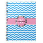 Monograma Chevron azul y cuaderno espiral rosado